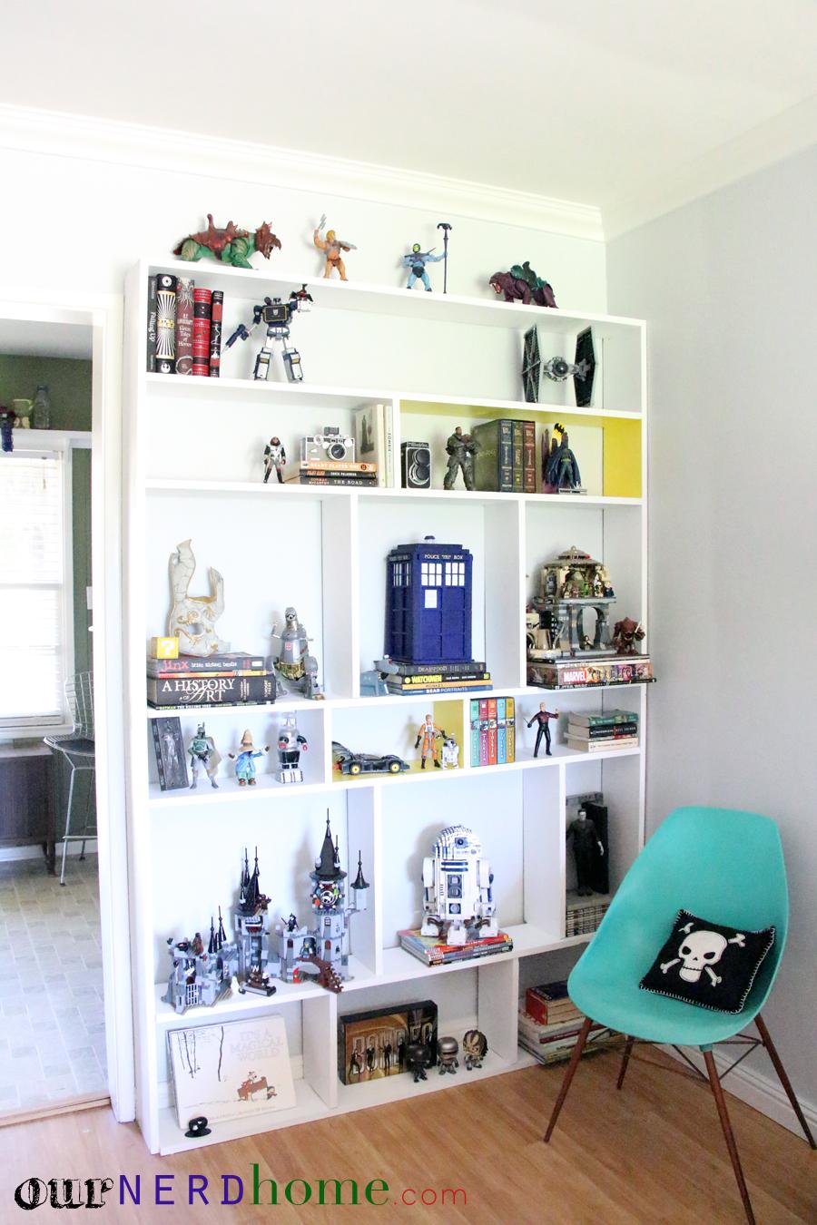 DIY Built-In Bookcase