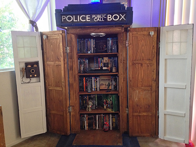 Geek DIY : TARDIS Cabinet