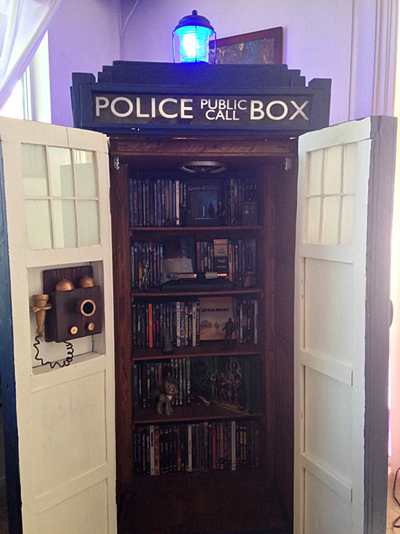 DIY Doctor Who TARDIS - Nerd Decor