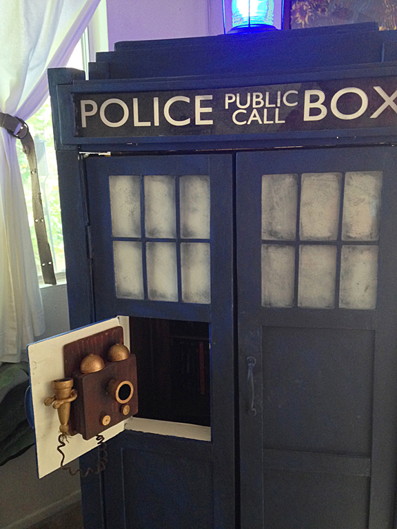 DIY TARDIS Shelves - Doctor Who Decor - Geek DIY
