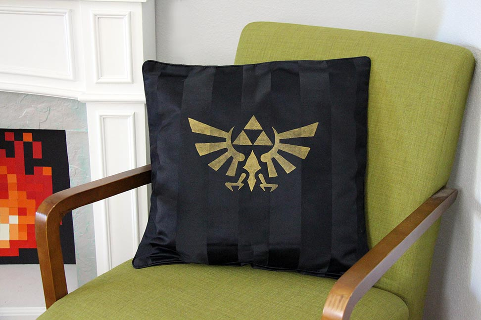 Diy geek home decor geek pillows our nerd home for Decoration zelda